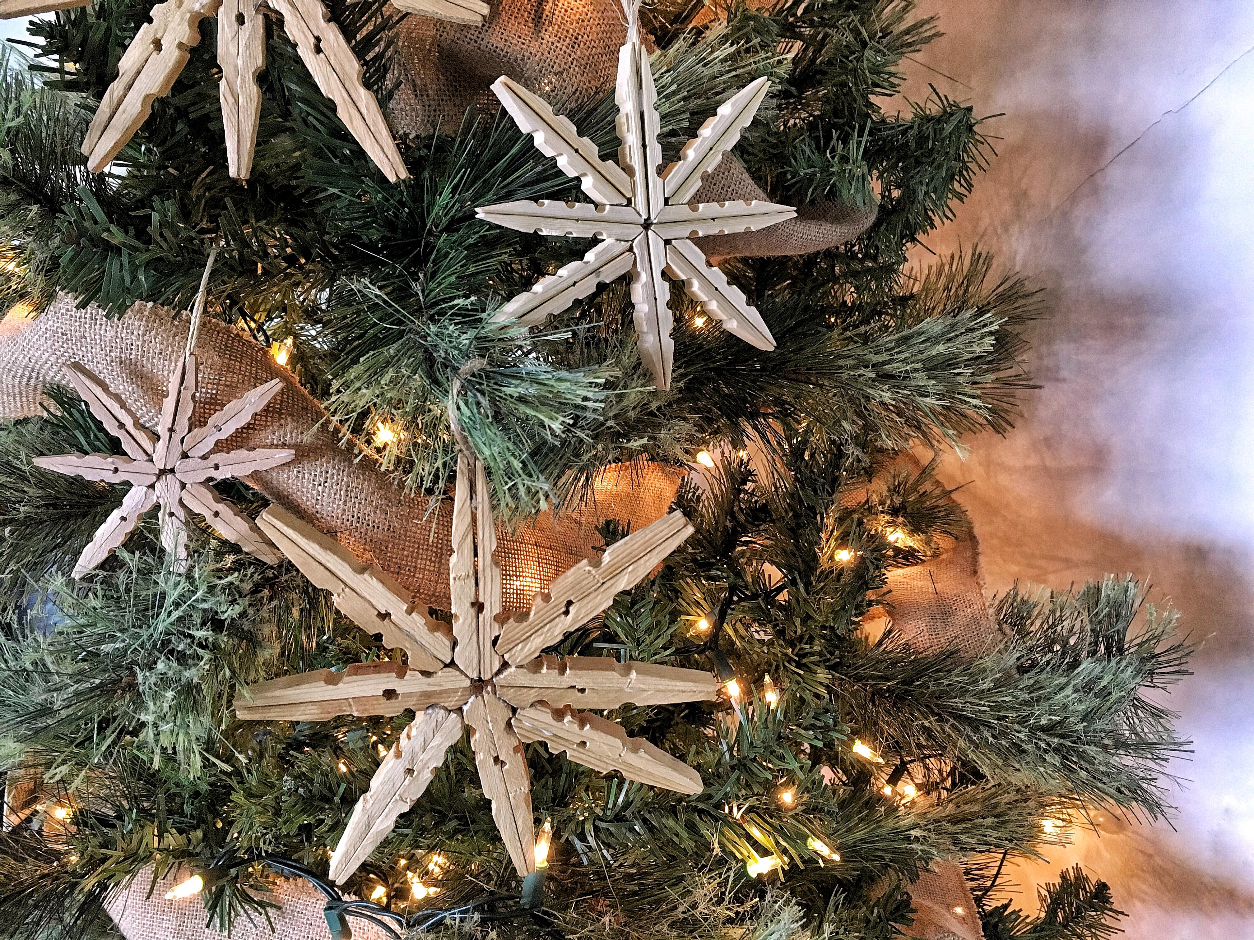 Estrellas de Navidad con pinzas de ropa