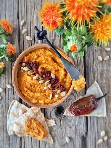 Cómo preparar un hummus fácil de garbanzo, calabaza y chipotle