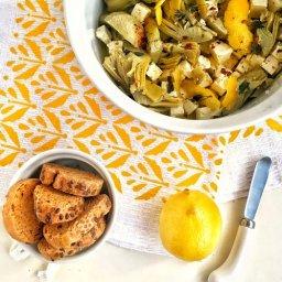 Botana fácil con alcachofas y queso feta