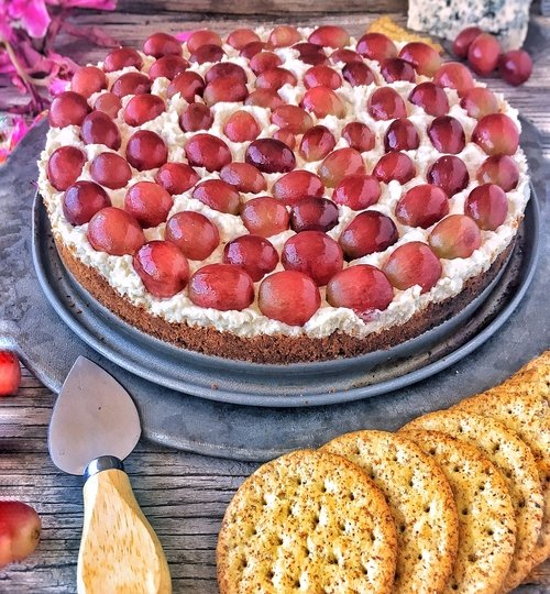 Receta de cheesecake salado de queso azul con uvas