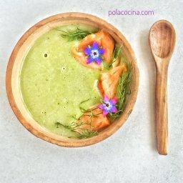 Receta de sopa de puerro y papa con salmón