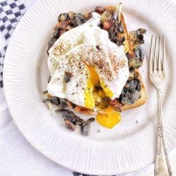 Cómo preparar huevos escalfados con huitlacoche