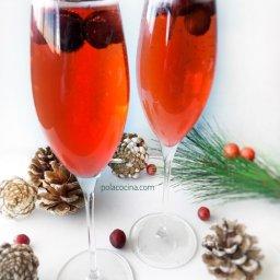 mimosas con jugo de arándano y champagne