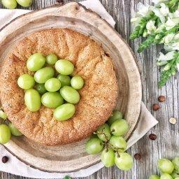 Cómo preparar pastel griego con uvas, chocolate y avellanas