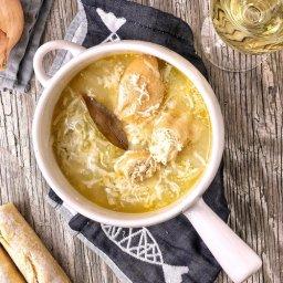 Cómo preparar sopa de cebolla con croutones de pan