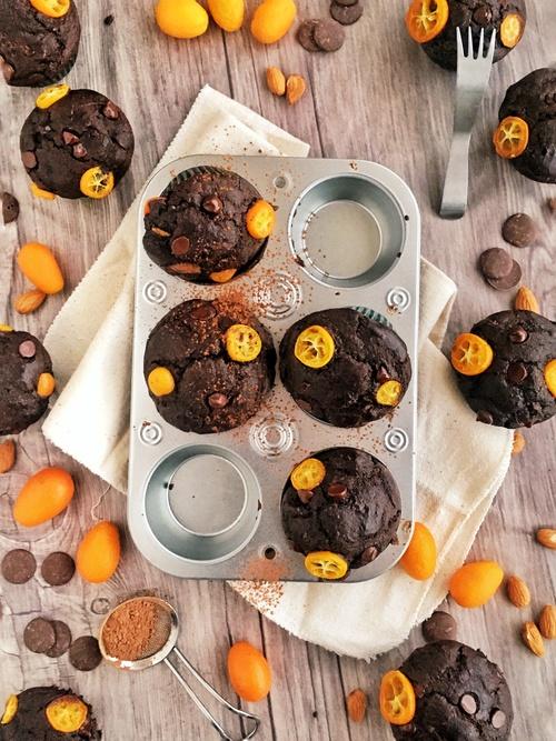 Cómo hacer muffins de chocolate y kumquats