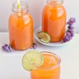 Bebida original: agua de limón y zanahoria
