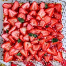 Tarta de fruta con crema pastelera, glaseado transparente y jalea