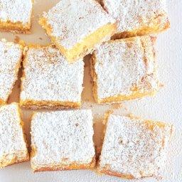 pastel de queso de limón en cuadritos tipo brownie receta fácil.