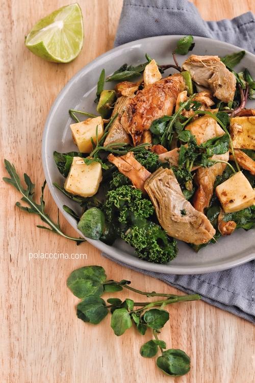 ensalada de pollo y alcachofas
