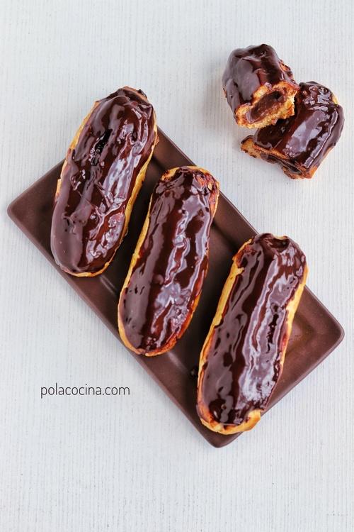 Cómo hacer pasteles eclairs con crema pastelera de chocolate