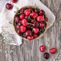 Tutorial para deshuesar cerezas sin utensilios especiales