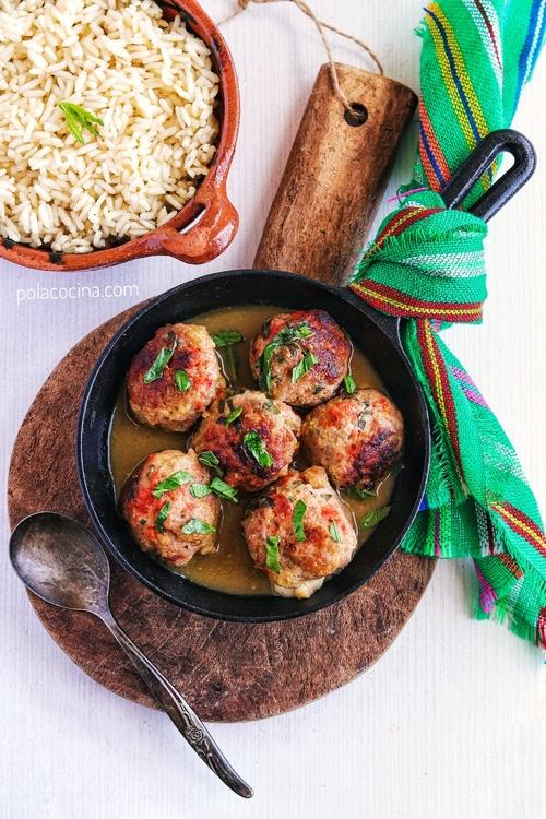 albóndigas de chicharrón y chorizo en salsa