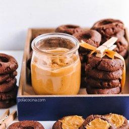 Receta de galletas de chocolate rellenas de mantequilla de maní o cacahuete