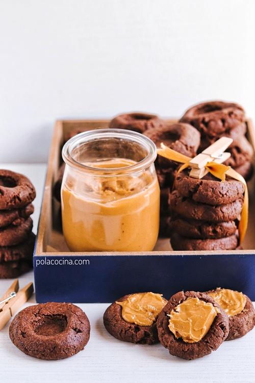 Huellas de chocolate y crema de cacahuate