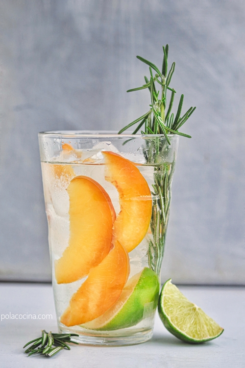 Gin tonic de durazno