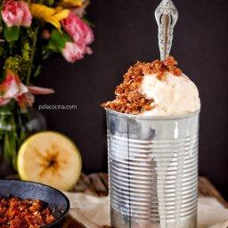 Cómo preparar manzana con crumble de almendras