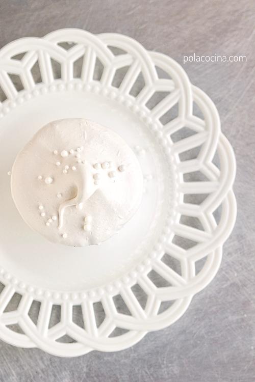 Receta paso a paso de merengue para cubrir pasteles y cupcakes