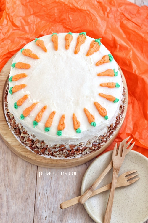 Pastel de zanahoria y nueces con buttercream de queso crema