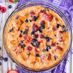 Pastel fácil de fresas y moras