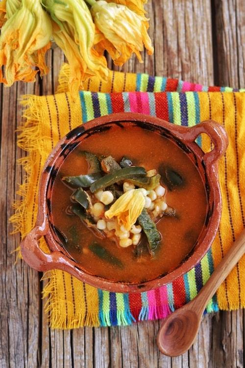 Sopa de chile poblano y elote