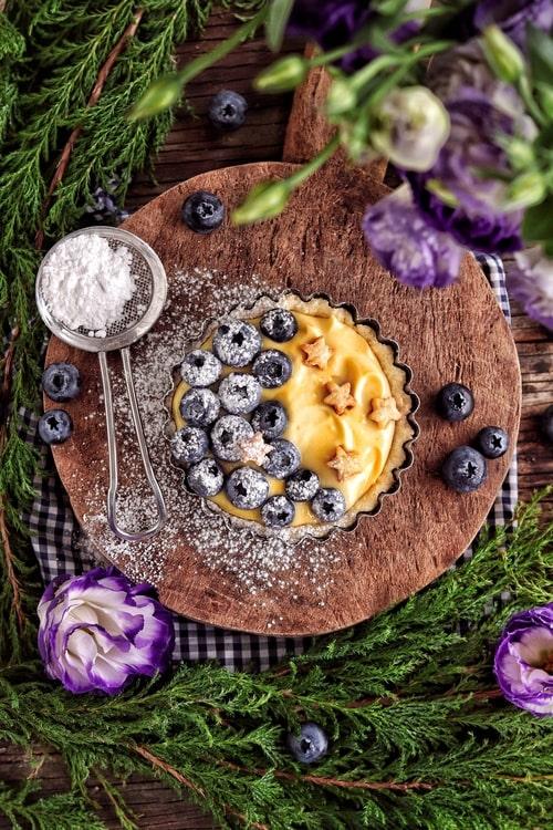 Tartas de maracuyá y arándanos azules