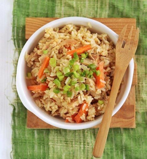 Ensalada de arroz y pollo con crema de cacahuate