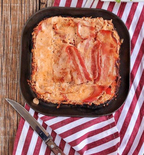 Pastel de carne y salchicha con tocino