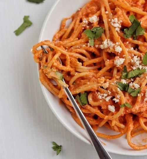 Espagueti rojo a la crema