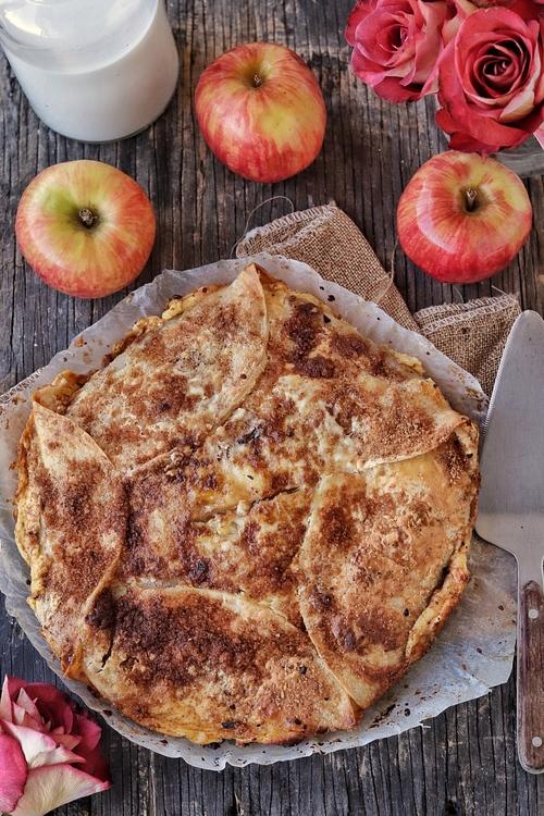 Pay de manzana con tortillas de harina