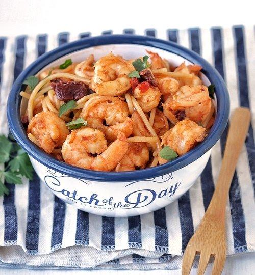 Espagueti con camarones al chipotle