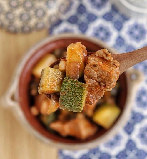 Carne de cerdo con verduras