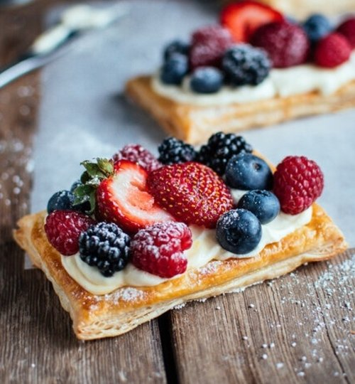 Hojaldres con fruta fresca