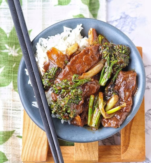 Carne con brócoli estilo chino