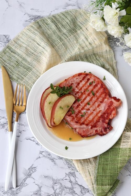 Chuletas de cerdo con puré de manzana